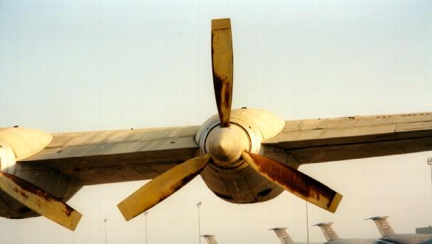بررسی آیرودینامیکی و آکوستیکی ملخ پوشر هواپیما