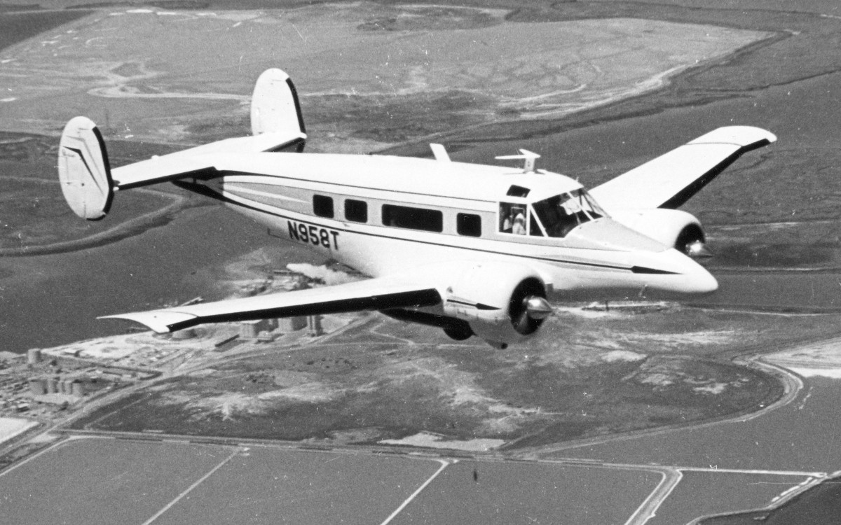 Westins Classic General Aviation 1940 To 1965 Exampletaylorcraftwiringdiagram Inflight View Of A 1964 Beech H 18 With Tri Gear